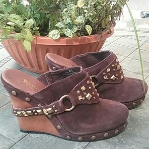 Restricted Clogs